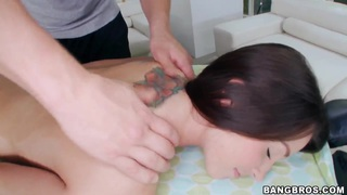 Lola Foxx really want's to get a sexy and erotic massage done